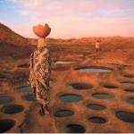 Afrique - Sahara: très belle photographie d'une femme en plein désert